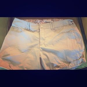 Lee khaki colored shorts